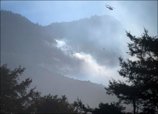 Wind rekindles controlled burns, starts wildfires across Oregon