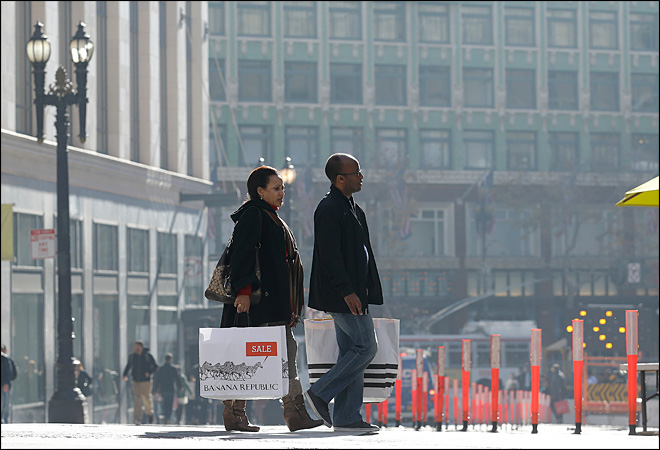 U.S. consumer spending up 0.4 percent in December