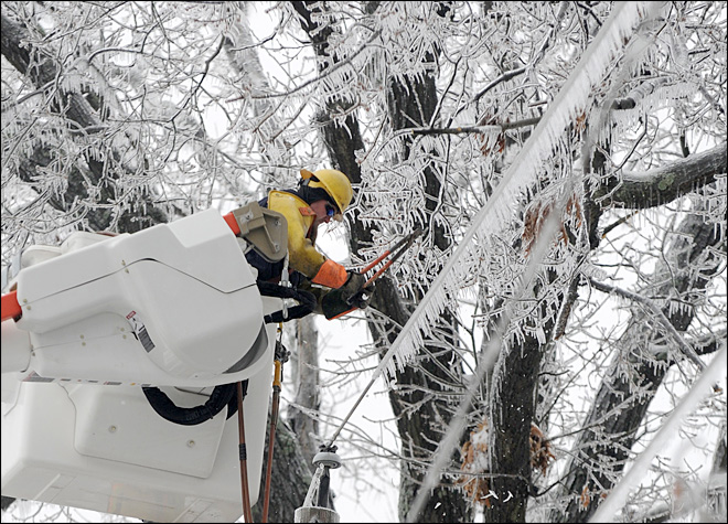Ice storm leaves hundreds of thousands in the dark