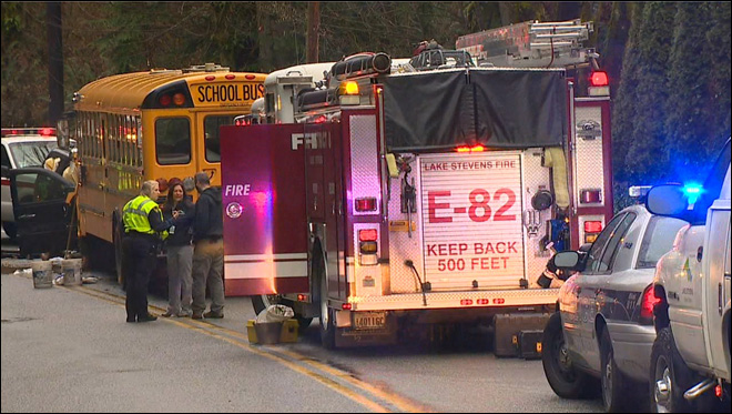 SUV crashes head-on into school bus at Lake Stevens