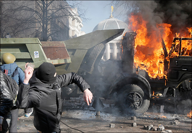 Violent clashes in Ukraine leave 9 dead