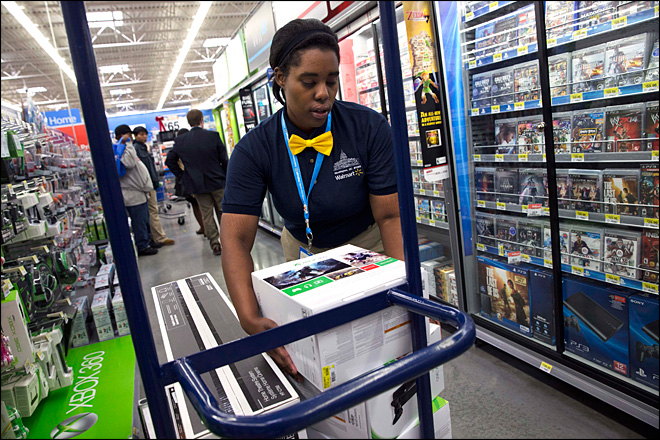 Wal-Mart offers weak outlook on sales shortfall