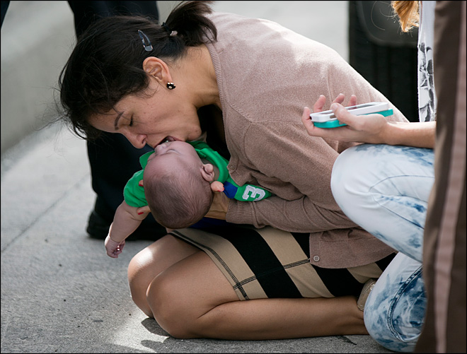 Motorists stuck in traffic revive baby on side of highway