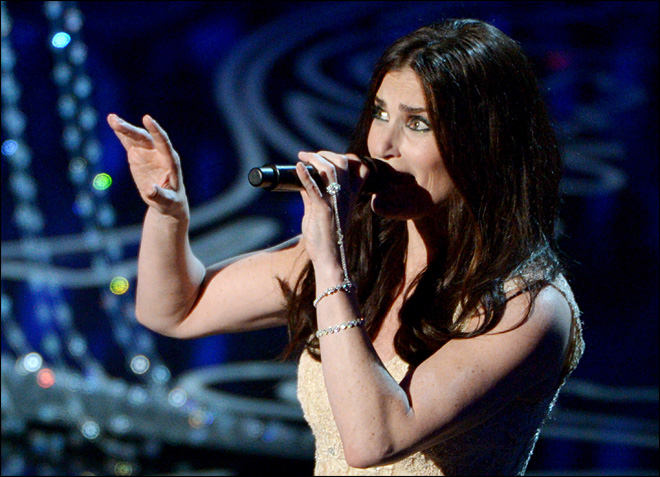 Idina Menzel, 'Frozen' heat up pop charts