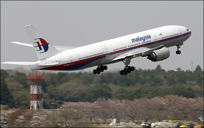 Malaysia Airlines: Boeing 777 with 239 passengers is missing