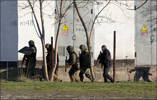 Armed men storm Ukrainian defense facility in Crimea, 2 killed