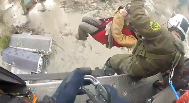 Dramatic video shows first rescue after Oso landslide