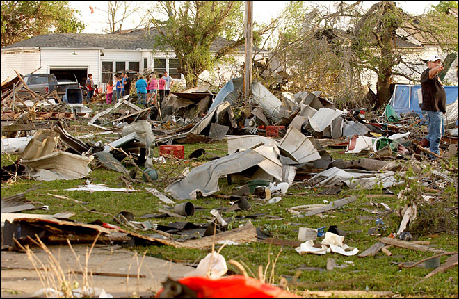 Arkansans rush for cover against twister; 15 die