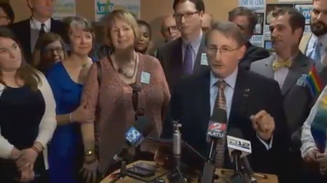 Federal judge strikes down Oregon ban on same-sex marriage