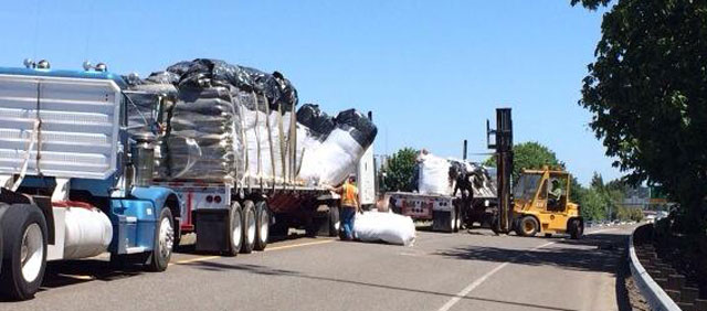 Truck loses load of top soil, closes ramp in Eugene