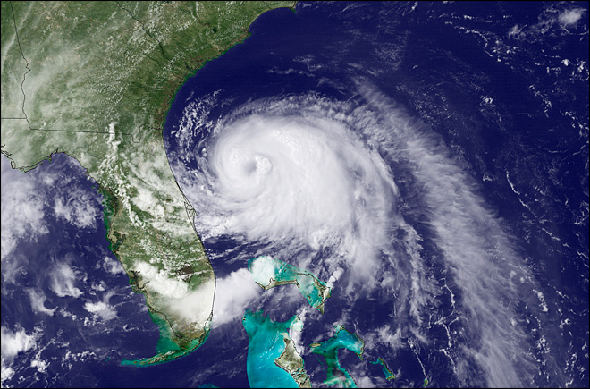Hurricane Arthur approaches N.Carolina; vacationers head out