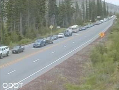 Car fire brings Santiam Pass to a standstill