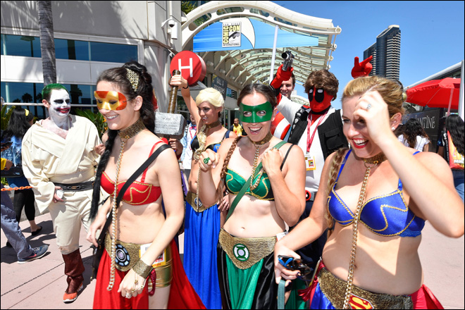 Photos: Fans start lining up as Comic-Con floor opens
