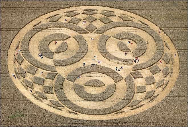 Crop circle in Germany attracts thousands of visitors