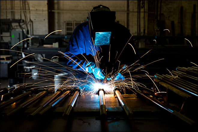 US manufacturing grows at fastest pace in 3 1/2 years