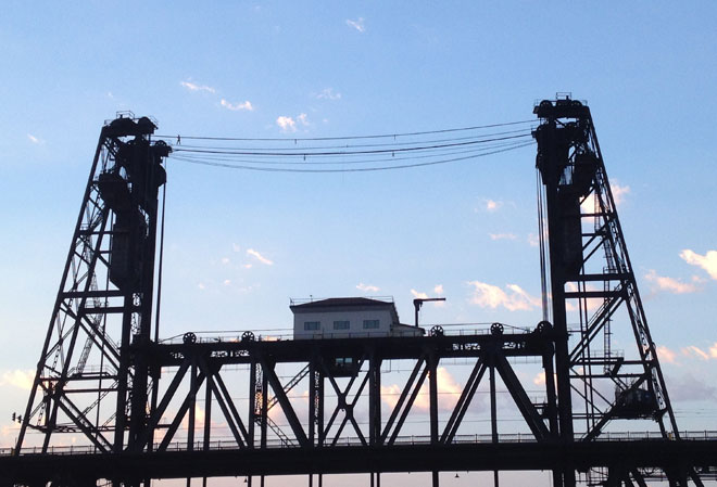 Portland Police: Man arrested for tight-rope walking Steel Bridge