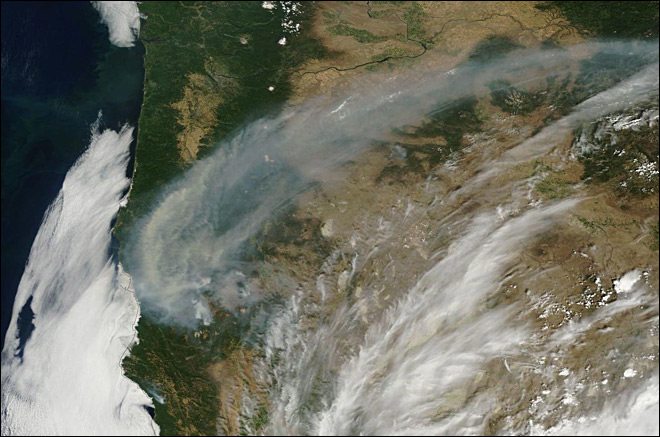 Smoke from S. Oregon wildfires follows the Cascades north