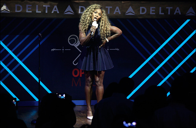 Serena the singer? Tennis star does karaoke