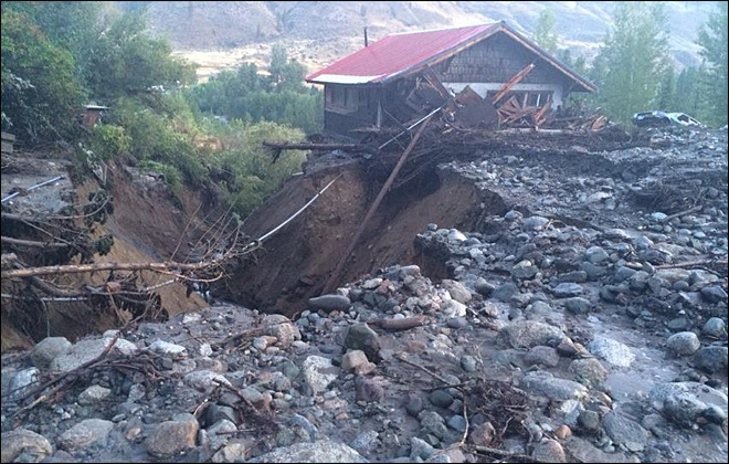 Mudslides close roads, trap drivers in central Washington