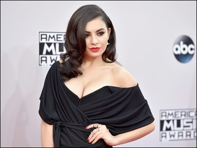 Photos: Red Carpet arrivals at American Music Awards