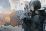 Kiev riot police use gas, truncheons on protesters