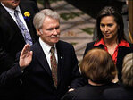 Kitzhaber takes heat over fiancee's contracts