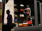 Retail sales rise solid 0.4 percent in October
