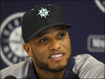Cano draws a crowd for 1st Mariners workout