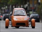 3-wheeled commuter car gets closer to going on sale