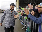 Fans greet Seahawks as team returns to Sea-Tac Airport