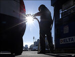 For many in U.S., cash saved at gas pump is staying in pockets