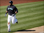 Nelson Cruz homers in Mariners debut against Padres