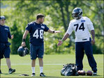 Former Green Beret suits up in 1st NFL practice with Seahawks