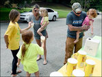 Girls give free lemonade after stand shut down by police