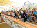 60 pizza-makers create nearly mile-long 'pie' in Milan