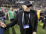 Nike co-founder Knight will step down as chairman
