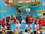 Defending champion wins women's hot dog eating competition