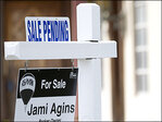 U.S. pending home sales rose modestly in July