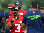 Wilson, Seahawks back on field for 1st time since Super Bowl