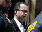 Lawyer: Former franchisee alerted Subway ad exec about Fogle