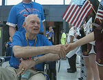 Hero's welcome for Honor Flight in D.C.