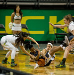 Power outage disrupts game; Oregon prevails over N. Arizona