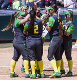 Softball: Successful Senior Day for Ducks