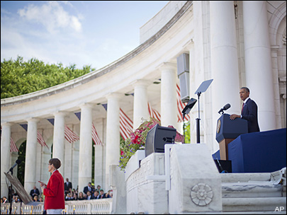 Obama pays tribute to fallen service members at Arlington