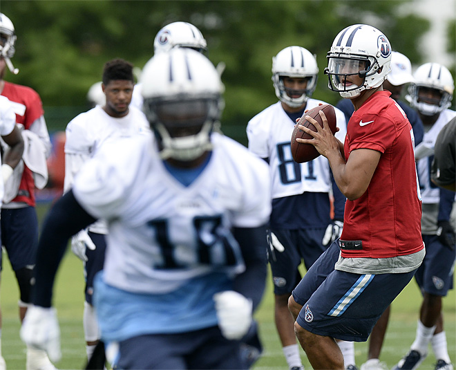 Titans coach on Mariota: 'He fits naturally in there'