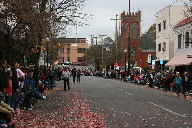 2013 Veterans Day Parade in Roseburg (10)