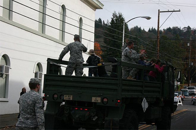 2013 Veterans Day Parade in Roseburg (119)