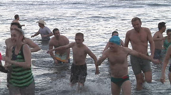 2014 Coos Bay Polar Bear Plunge - Photo by Angelica Carrillo