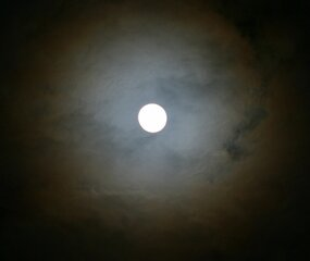 Moon makes wispy clouds colorful
