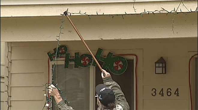 3. Landlord makes veteran take down Christmas decorations